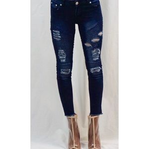 Denim - Frayed Ankle Jeans